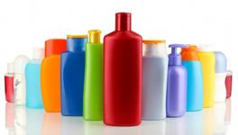 17213990-un-grand-nombre-de-differents-produits-cosmetiques-pour-les-soins-personnels-isole-sur-blanc[1]