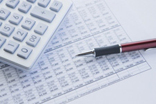 4848563-bilan-financier-de-la-calculatrice-et-le-stylo[1]